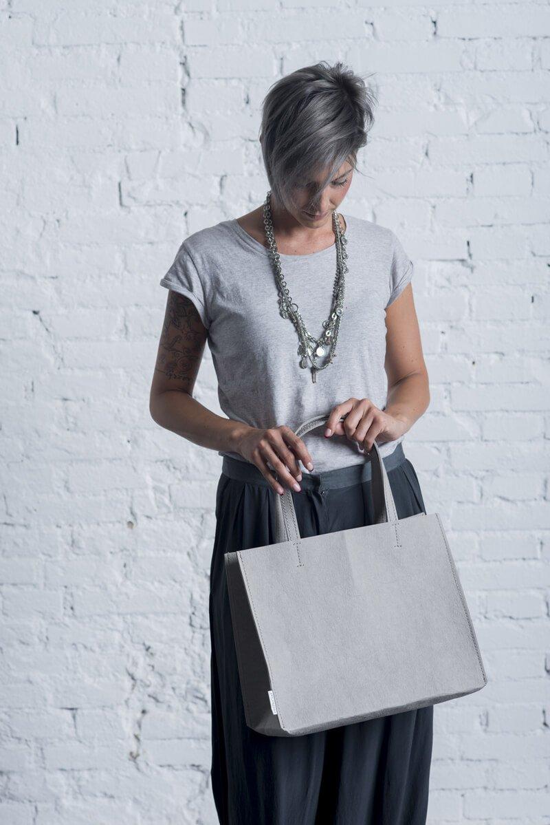 Sacco borsa Elegant in grigio chiaro, resistente e lavabile in lavatrice a 30°, una borsa ecologica casual e pratica