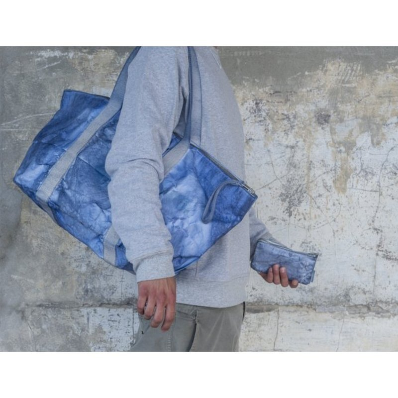 1852dc7017 Portafoglio Money zip medium Jeans | Prodotti Essent'ial in vendita su  Essentialist