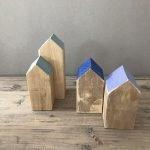 casetta in legno con tetto blu k-lab labor